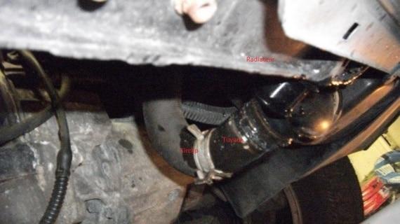 Vidange du liquide de refroidissement : le radiateur et ses tuyaux